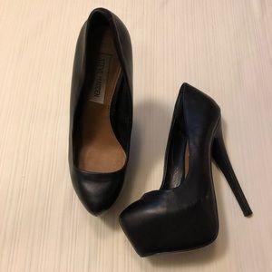 Steve Madden black dejavú high heels